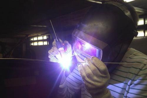 Сколько стоит сантиметр аргонной сварки - используем сварочный аппарат, сваривая алюминий 2