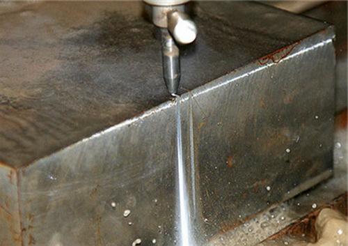 Резка металла водой - видео гидроабразивной резки металлов 2